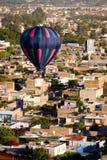 Globo del aire caliente sobre Leon México fotos de archivo libres de regalías