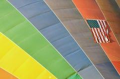 Globo del aire caliente y bandera americana Imágenes de archivo libres de regalías
