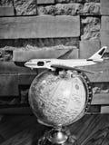 Globo del mundo con el perno colorido Copie el espacio Ideas y uso del concepto foto de archivo libre de regalías