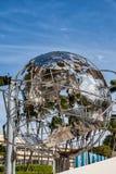 Globo del mundo en Miami céntrica imagenes de archivo