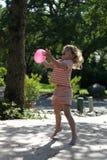 Globo del niño y de agua Fotografía de archivo