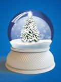 Globo della neve con il percorso di residuo della potatura meccanica fotografie stock libere da diritti