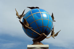 Globo della statua Fotografia Stock