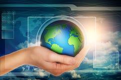 Globo della tenuta della mano nell'interfaccia virtuale blu Fotografia Stock Libera da Diritti