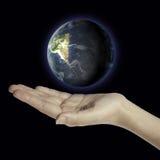 Globo della terra a disposizione Fotografie Stock Libere da Diritti