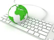 Globo della terra sopra il computer delle tastiere Fotografia Stock Libera da Diritti