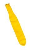 Globo desinflado amarillo sobre blanco Fotografía de archivo