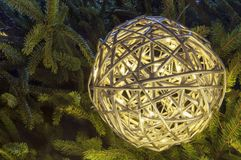 Globo di illuminazione della decorazione di Natale Fotografie Stock Libere da Diritti