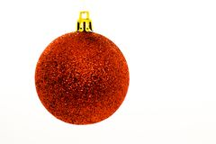 Globo do Natal isolado no branco Decoração feito a mão do inverno fotos de stock royalty free