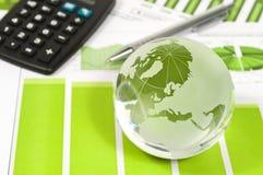 Globo do vidro em estatísticas de negócio fotos de stock