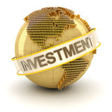 Globo dourado com texto do investimento Foto de Stock