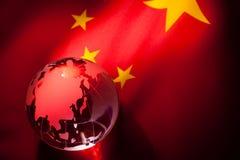 Globo e bandierina della Cina Fotografia Stock Libera da Diritti
