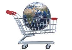 Globo e carrinho de compras da vista lateral com trajeto de grampeamento Imagem de Stock Royalty Free
