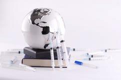 Globo e equipamentos médicos Fotos de Stock