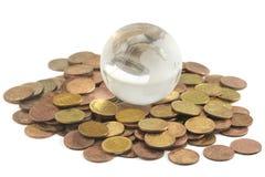 Globo e monete di vetro Fotografia Stock