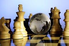 Globo e scacchi Fotografie Stock Libere da Diritti