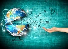 Globo e simboli della scuola Concetto educativo Illustrazione 3d del concetto educativo Di nuovo al concetto del banco Immagini Stock Libere da Diritti