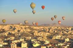 Globo en Cappadocia TURQUÍA - 13 de noviembre de 2014 foto de archivo libre de regalías