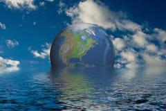 Globo en el océano fotos de archivo