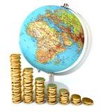 Globo en la pila de monedas Imagenes de archivo