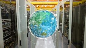Globo en un vestíbulo de las torres del servidor almacen de metraje de vídeo