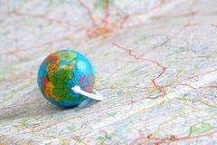 Globo no mapa fotografia de stock