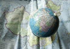 Globo no mapa de China imagem de stock royalty free