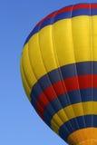 Globo rojo, amarillo, azul 3 del aire caliente Foto de archivo libre de regalías
