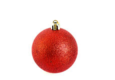 Globo rojo del ornamento de la Navidad aislado en blanco Imagen de archivo