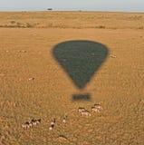Globo sobre el Masai Mara Fotografía de archivo