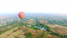 Globo sobre los campos de Bagan