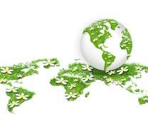 Globo sull'erba verde Fotografie Stock Libere da Diritti