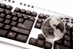 Globo sulla tastiera Fotografia Stock Libera da Diritti