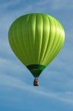 Globo verde del aire caliente Fotos de archivo libres de regalías