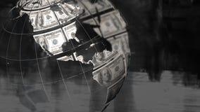 Globo y billetes de dólar