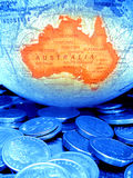 Globo y dinero australiano Fotos de archivo libres de regalías