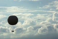 Globo y jet del aire caliente imagen de archivo libre de regalías