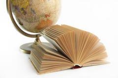 Globo y libro Fotos de archivo