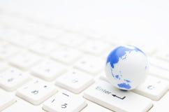 Globo y teclado Fotografía de archivo libre de regalías