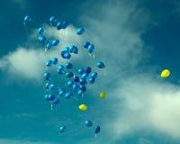 Globos amarillos y azules Imágenes de archivo libres de regalías