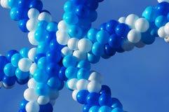 Globos blancos y azules imagen de archivo libre de regalías