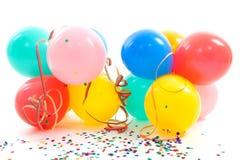 Globos, bobinadores de cintas en modo continuo del partido y confeti coloridos Fotos de archivo libres de regalías