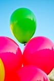 Globos coloreados en el cielo azul Imagen de archivo libre de regalías