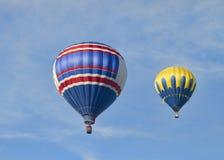 2 globos coloridos del aire caliente Fotografía de archivo