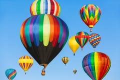 Globos coloridos del aire caliente Fotos de archivo libres de regalías