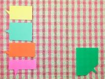 Globos coloridos (fondo rosado de la tela) Imagen de archivo