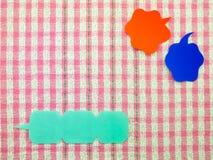 Globos coloridos (fondo rosado de la tela) Fotos de archivo