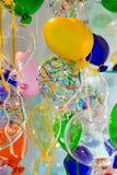 Globos coloridos hechos del vidrio veneciano de Murano Foto de archivo