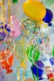 Globos coloridos hechos del vidrio veneciano de Murano Fotos de archivo