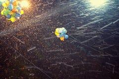 Globos coloridos nevadas Imagenes de archivo